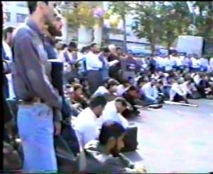 میتینگ 29 مهر 76 در برابر دانشگاه تهران.