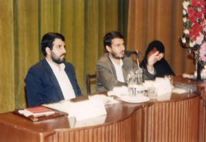 من و امامی و رفعت بیات در حال سخنرانی در دانشگاه اصفهان-سال 74